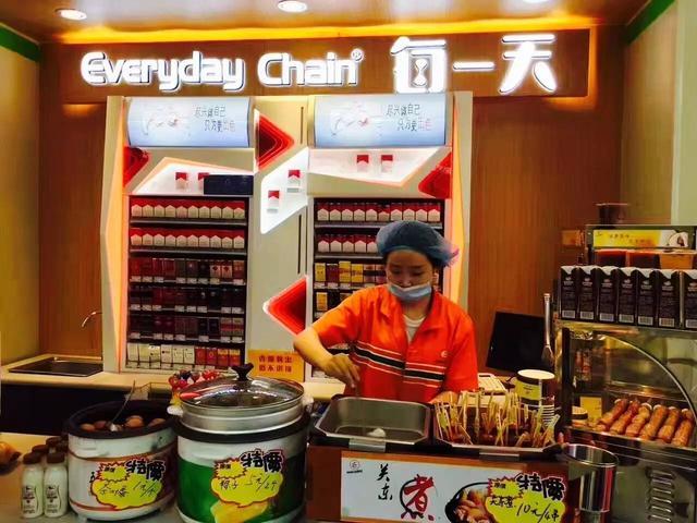 每一天便利店开卖麻辣烫,罗森上线肉夹馍,便利店鲜食刮起中国风
