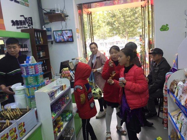 校园便利店赚钱吗?52WEEK便利店教你校园店选择商品和定价策略